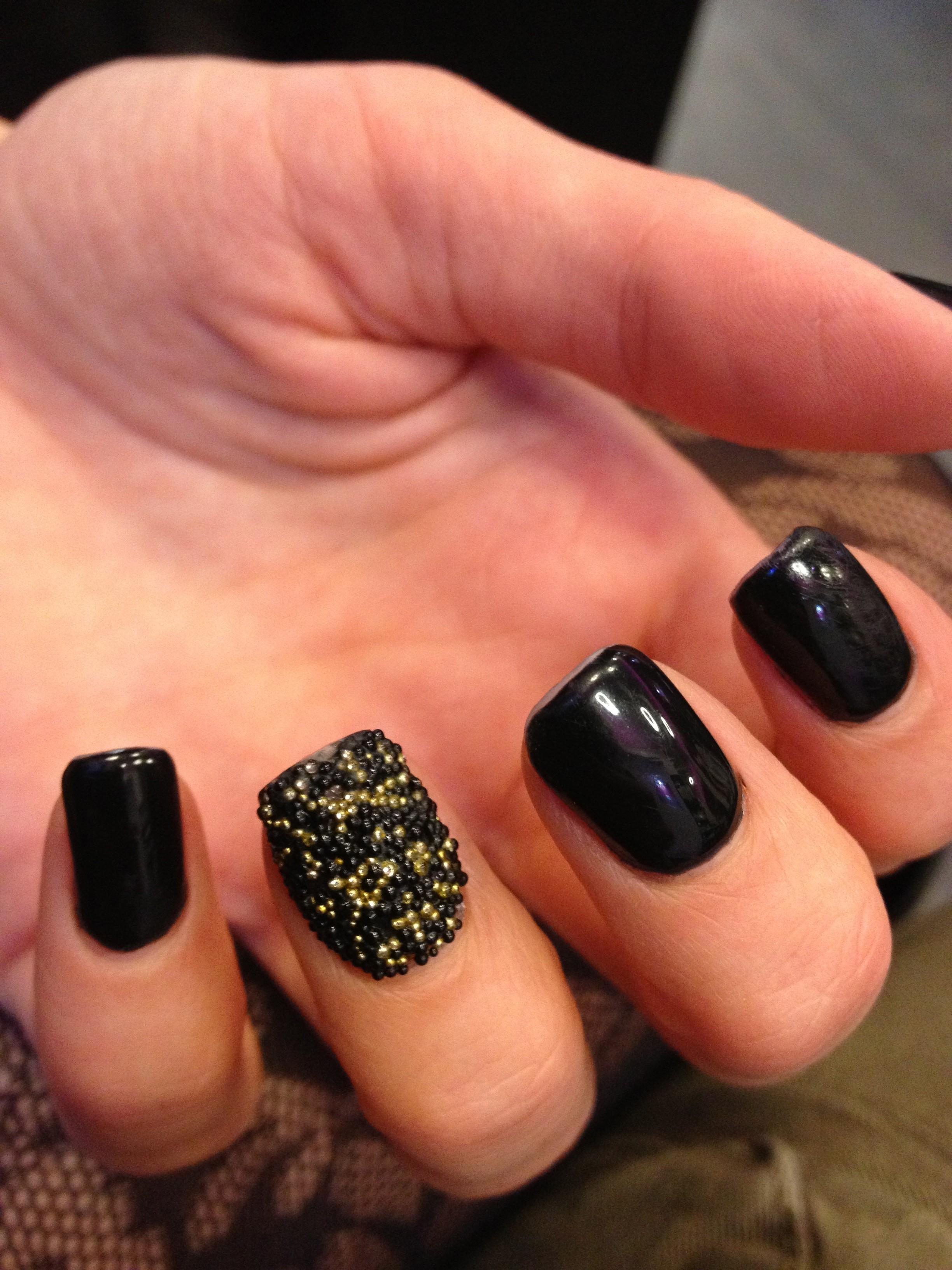 nail art or et noir