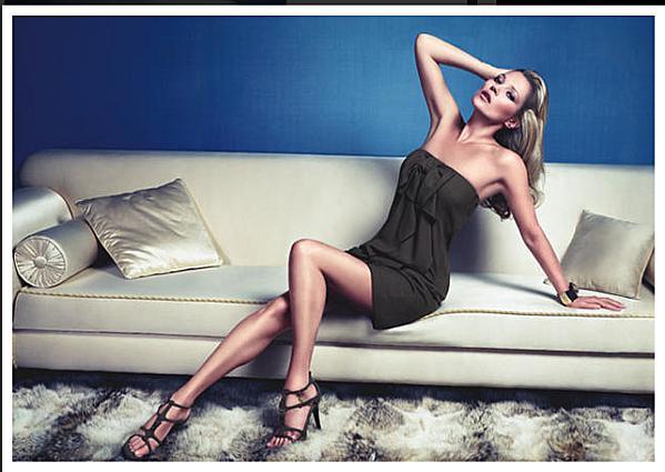 Kate Moss fait canapé pour la marque Liu-Jo !