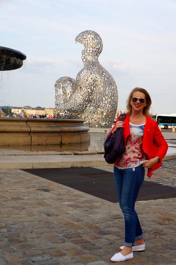 Place de la Bourse Bordeaux, Statue Jaume Plensa