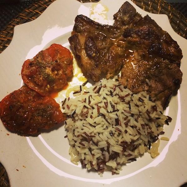 Côte de porc tomates provencales riz sauvage