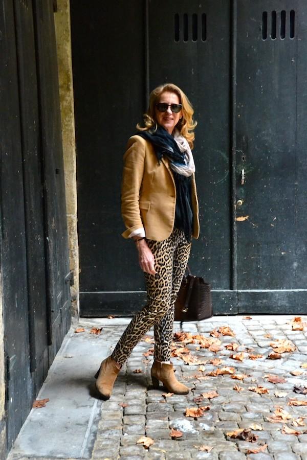 Veste sable Zara pantalon panthère Zara