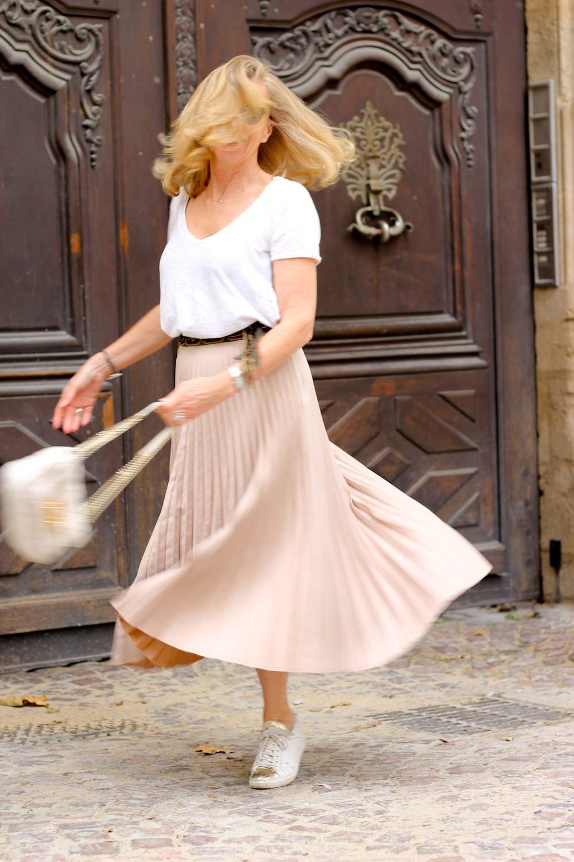 bcb5d5858ec918 Le cas épineux de la jupe longue plissée ! | Blog Enfin Moi • Mode ...