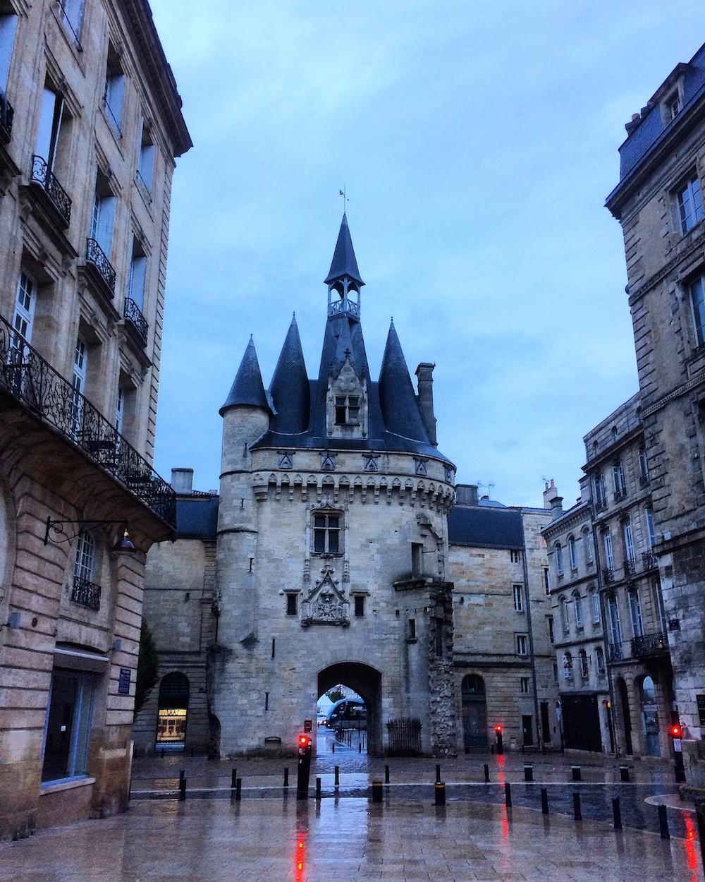 place-du-palais-bordeaux-dites-33