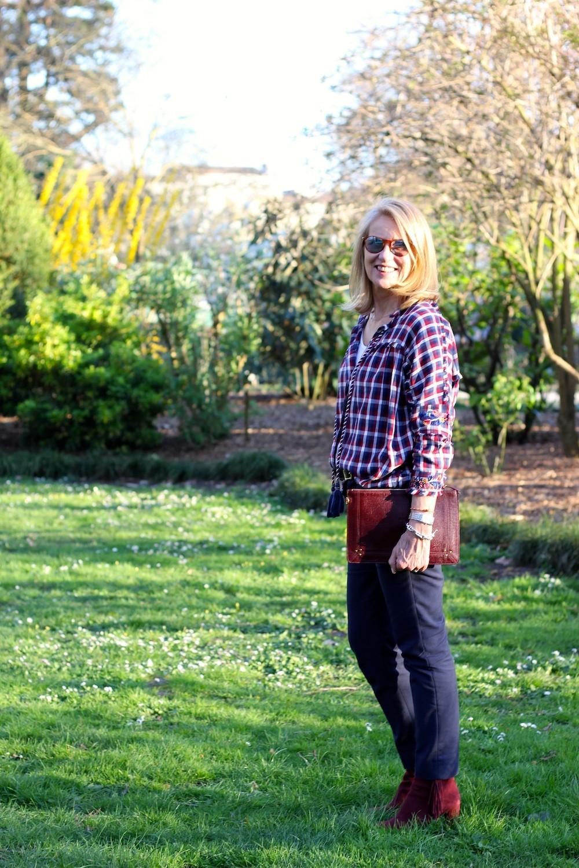 Le cas de la blouse à carreaux et broderies