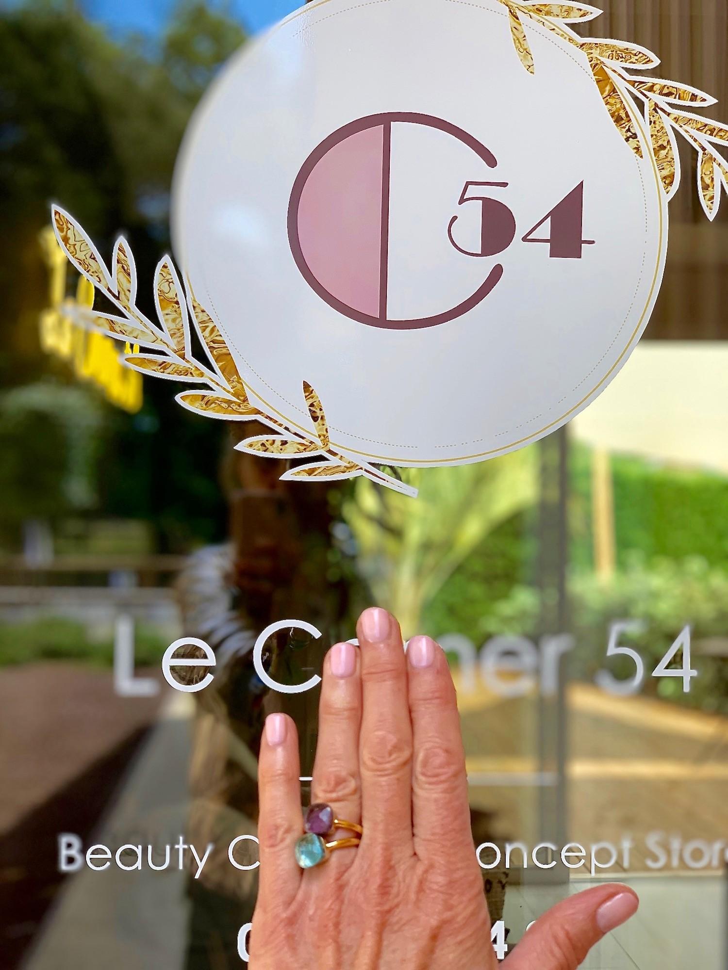 LE CORNER 54